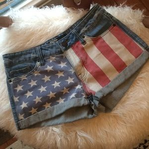 [BDG.] Urban Outfitters distressed flag short